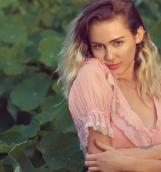 Miley Cyrus «Younger now»: кантри, молодость, любовь